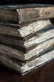 Stapel des Klassikers, Weinlese, antikes Buch-, getragenes, altes und zerlumptesdarstellendes Binden Stockbilder