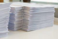 Stapel des Papierarbeitsblattes lizenzfreies stockfoto