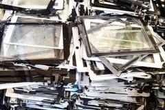 Stapel des schädigenden und zerbrochenen Tablettenauflagen-Bildschirms lizenzfreie stockfotos