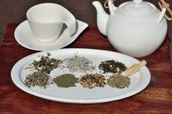 Stapel des Tee- und Porzellanteesatzes Lizenzfreie Stockfotografie