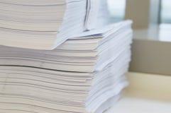 Stapel des Weißbuchblattes lizenzfreie stockbilder