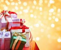 Stapel des Weihnachtsgeschenks Lizenzfreie Stockfotografie