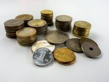 Stapel diverse muntstuktypes op witte achtergrond Royalty-vrije Stock Foto