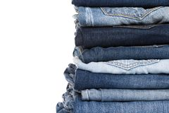 Stapel diverse schaduwen van jeans stock afbeelding