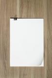 Stapel documenten op houten lijst Stock Afbeelding
