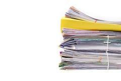 Stapel Dokumente auf Weiß lizenzfreies stockbild