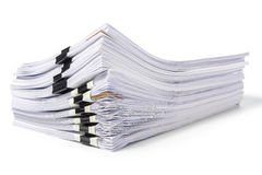 Stapel Dokumente lokalisiert auf Weiß Lizenzfreies Stockbild