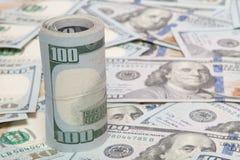 Stapel dollars op geldachtergrond royalty-vrije stock foto's