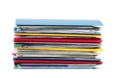 Stapel Dossiers die op Wit worden geïsoleerdi Stock Foto