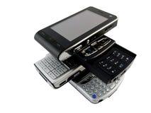 Stapel einiger moderner Handys auf Weiß Stockbilder