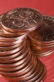 Stapel englische Münzen Stockbilder