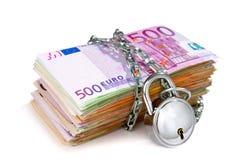 stapel för padlock för valutaeuroanmärkningar Royaltyfri Fotografi