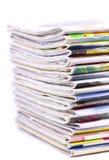 Stapel geïsoleerdeb tijdschriften Stock Foto's