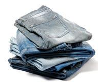 Stapel gefaltete alte Jeans Stockbilder