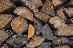 Stapel gehacktes Holz für Feuer Lizenzfreies Stockfoto