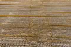 Stapel gewölbte Pappschachteln egde Ansicht des flach gedrückten boxe Stockbilder