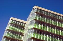 Stapel groene glasflessen Stock Fotografie
