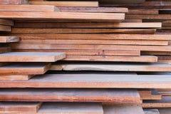 Stapel hölzerner Plankenhintergrund Lizenzfreie Stockfotos