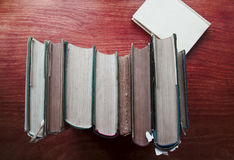 Stapel harte hintere Bücher Stockbilder