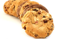Stapel hazelnoot en chocoladekoekjes Stock Foto's