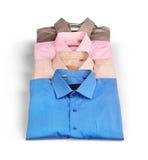 Stapel Hemden der farbigen Männer stockfotografie