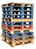 Stapel houten pallets. stock afbeelding