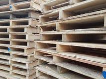 Stapel houten pallets Stock Foto's
