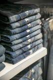 Stapel jeans Stock Afbeeldingen