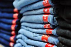 Stapel Jeans stockbilder