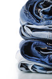 Stapel Jeans Lizenzfreie Stockfotografie