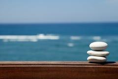 Stapel kiezelsteenstenen bij het strand Royalty-vrije Stock Foto's