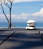 Stapel kiezelsteenstenen bij het strand Stock Foto's