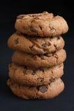 Stapel Koekjes van de Chocoladeschilfer Royalty-vrije Stock Fotografie