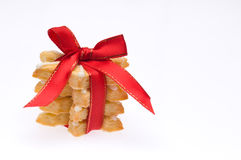 Stapel koekjes van Kerstmis over wit royalty-vrije stock foto