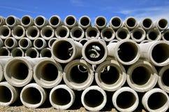 Stapel konkrete Abzugskanäle für Entwässerung Lizenzfreies Stockfoto