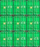 Stapel Ladung-Behälter an den Docks lizenzfreies stockfoto