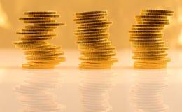 Stapel Münzen des goldenen Adlers Stockfotografie