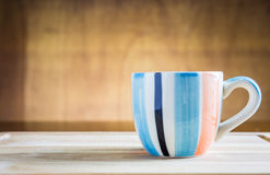Stapel macarons mit einem Tasse Kaffee Lizenzfreies Stockbild