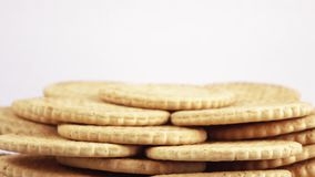 Stapel magere koekjes stock footage