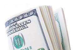 Stapel mit 100 Dollars lokalisiert Lizenzfreie Stockfotos