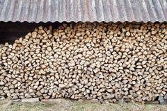 Stapel mit Feuerholz Stockfoto