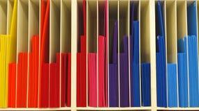 Stapel multi Farbe runzelte Plastikbestellung als Diagramm-Muster-Hintergrund-Beschaffenheit Lizenzfreies Stockfoto
