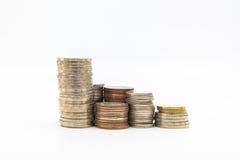 Stapel muntstukken op witte achtergrond voor zaken worden geïsoleerd die Royalty-vrije Stock Afbeelding