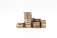Stapel muntstukken op witte achtergrond voor zaken worden geïsoleerd die financ Royalty-vrije Stock Foto's