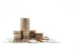 Stapel muntstukken op witte achtergrond voor zaken worden geïsoleerd die financ Royalty-vrije Stock Afbeelding