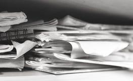 Stapel Notizbücher und Schulbedarf - Verwirrung Stockbild