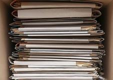 Stapel Ordner mit Dokumenten, Lizenzfreie Stockbilder