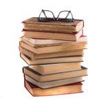 Stapel oude antieke boeken en bril Stock Fotografie