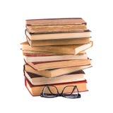 Stapel oude antieke boeken en bril in dik-omrand Stock Foto