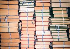 Stapel oude boeken, abstract patroon voor achtergrond Royalty-vrije Stock Afbeelding